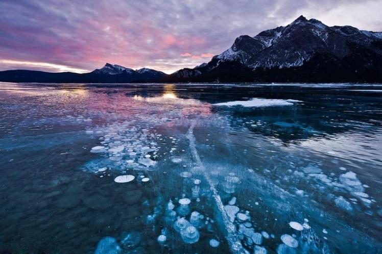 Frozen air bubbles, Canada