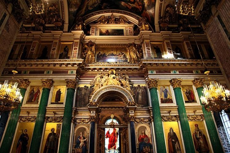 splendid-interior-of-st-isaacs-cathedral-in-st-petersburg.jpg
