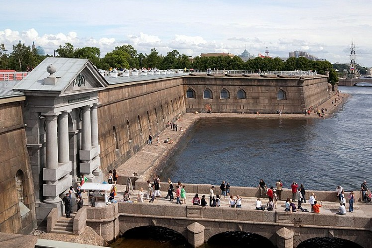 visitors-on-the-pier-at-the-peter-and-paul-fortress-in-st-petersburg.jpg